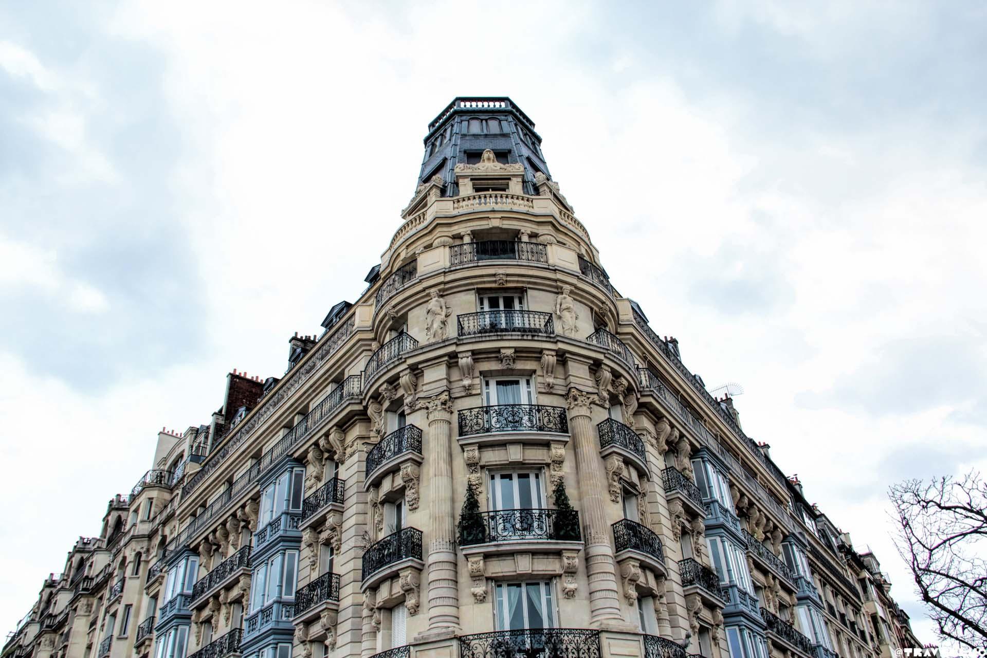 PARIS TRAVEN LUC