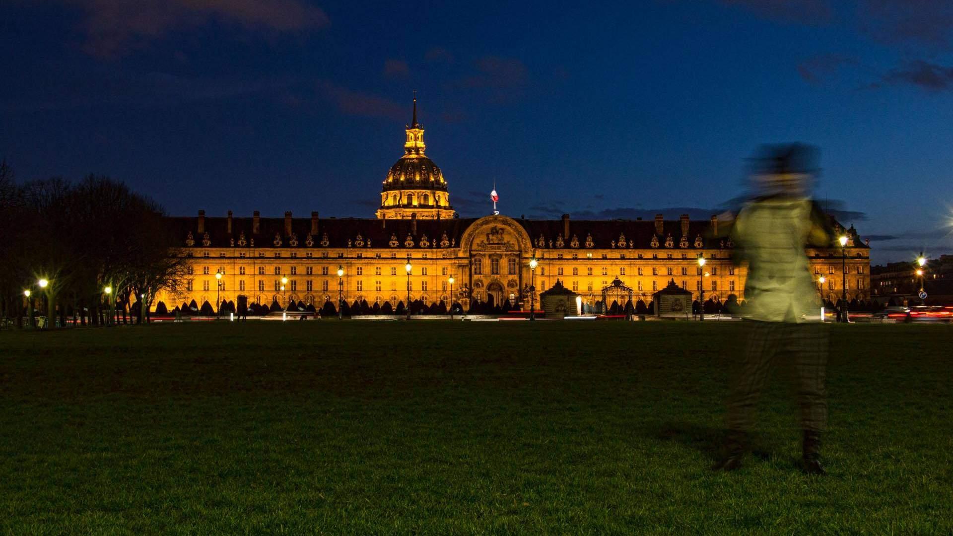 Paris by Night - Traven Luc